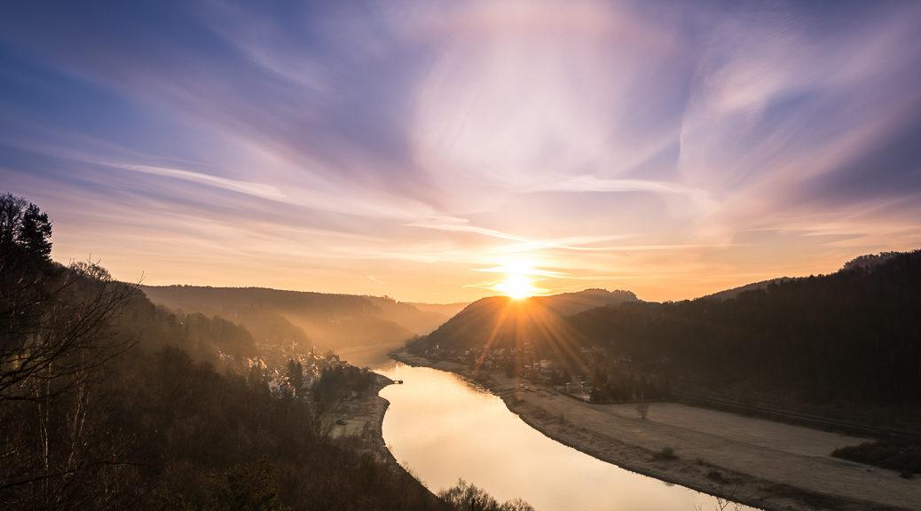 Sonnenaufgang in der Sächsischen Schweiz mit blick auf Wehlen