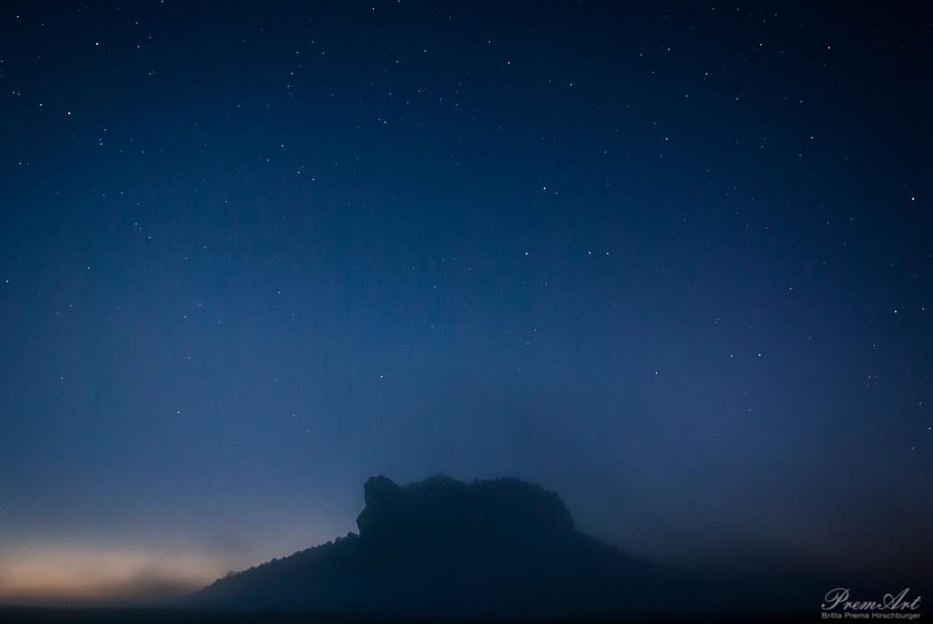 Nebel in der Blauen Stunde am Lilienstein