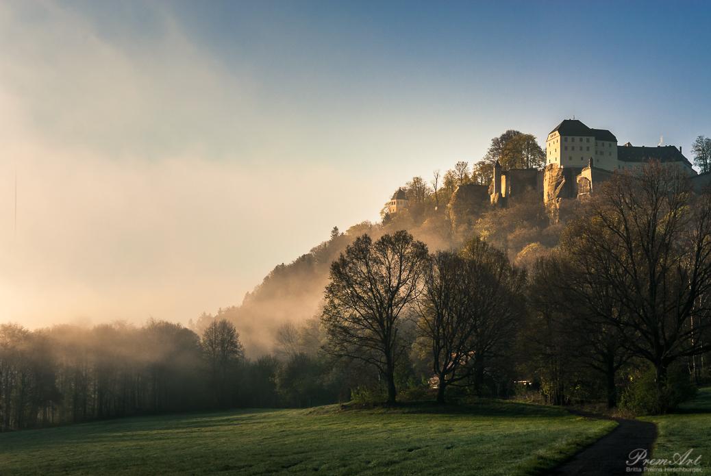Festung Königstein ist bereits vom Nebel befreit