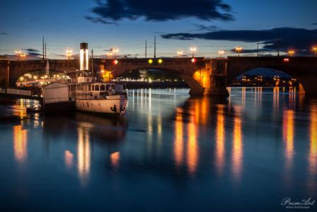 Blaue Stunde am Elbufer in Dresden